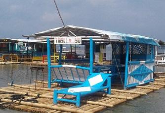 マタブンカイ・ビーチの水上コテージ